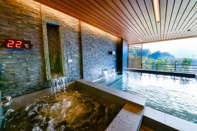An indoor hot spring pool in the Dongpu Hot Spring Area. (Image: Courtesy of Hotel Tilun Dongpu Spa)