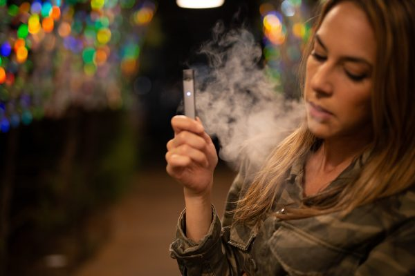 Though e-cigarettes were initially intended to allow heavy smokers a way to control or transition out of their habit, the fact that students have been picking it up has been a cause of concern for the FDA. (Image: pixabay / CC0 1.0)