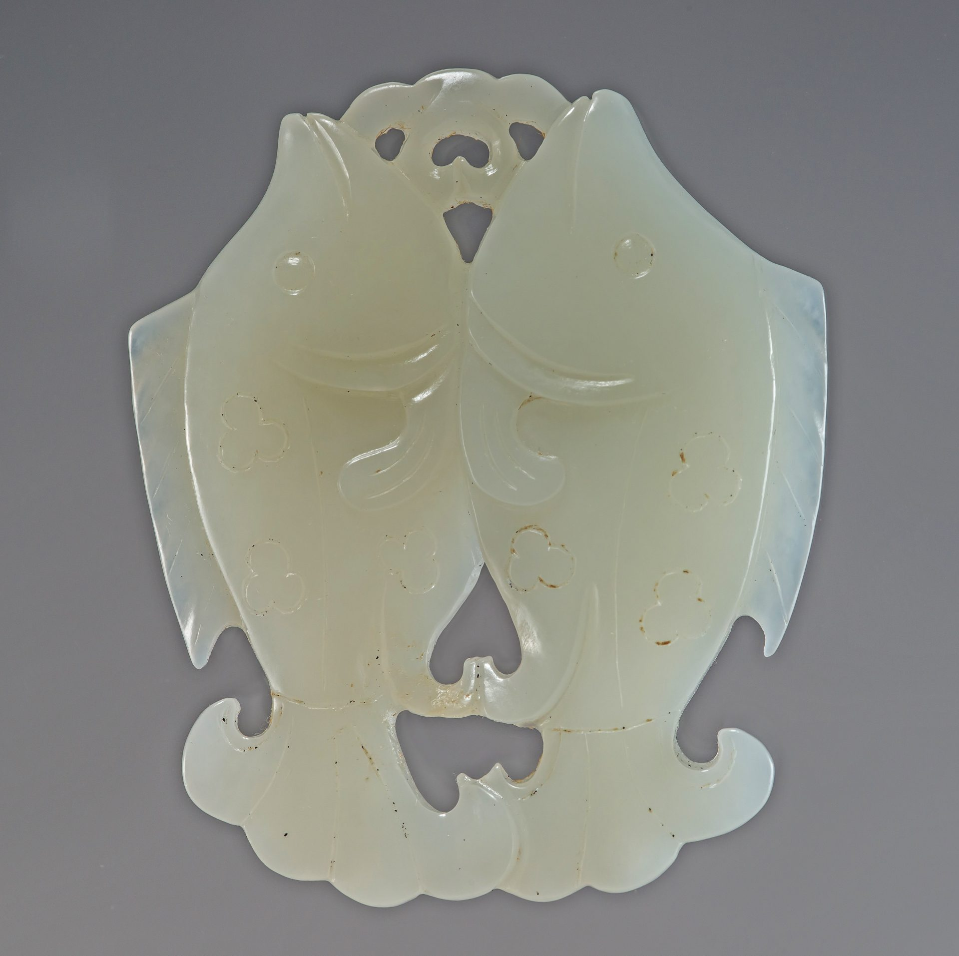 A jade pendant with the carvings of dual fish munching waterweeds from the Song Dynasty. (Image: Courtesy of Yens Charity Foundation)