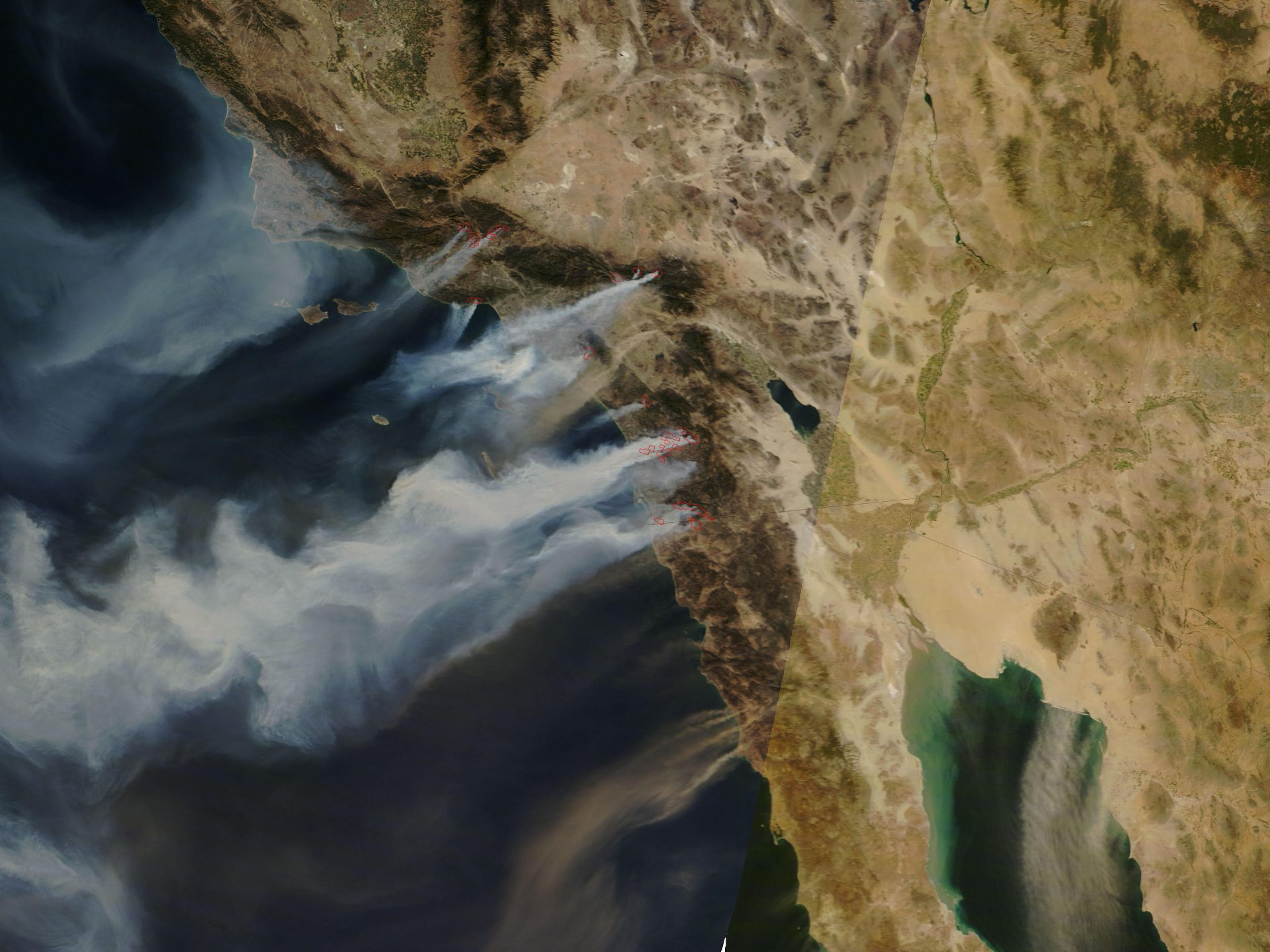 """""""Santa Ana winds in California expands fires and spreads smoke over hundreds of miles, as in this October 2007 satellite image shows.""""(Image: Nasa [Public domain], via Wikimedia Commons)"""