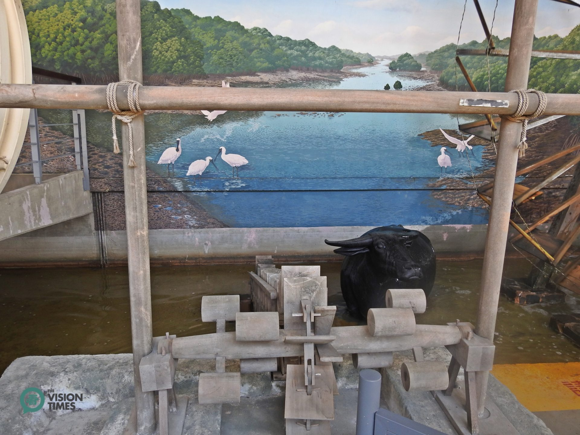 Dragon Bone Water Wheel and water buffalos are important to Taiwanese farmers in the old days. (Image: Billy Shyu / Vision Times)