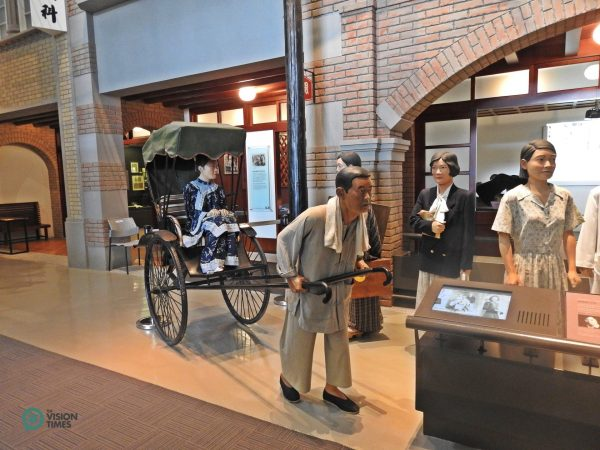 The life-sized objects depicting Taiwanese people's life in early days. (Image: Billy Shyu / Vision Times)