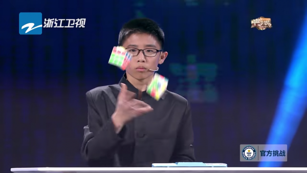 Fastest time to solve 3 Rubik's Cubes while juggling - As Seen On TV China 0-51 screenshot