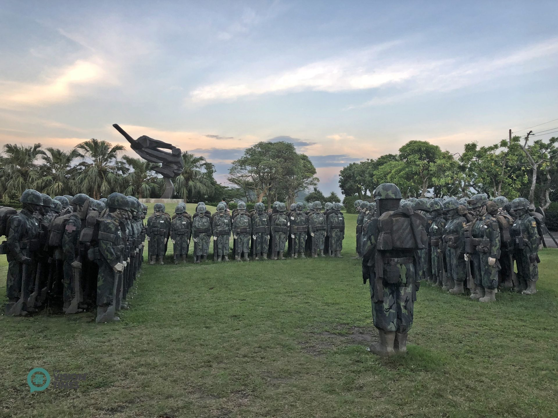 A striking sculpture form the Living World Series – Armed Forces. (Image: Billy Shyu / Vision Times)