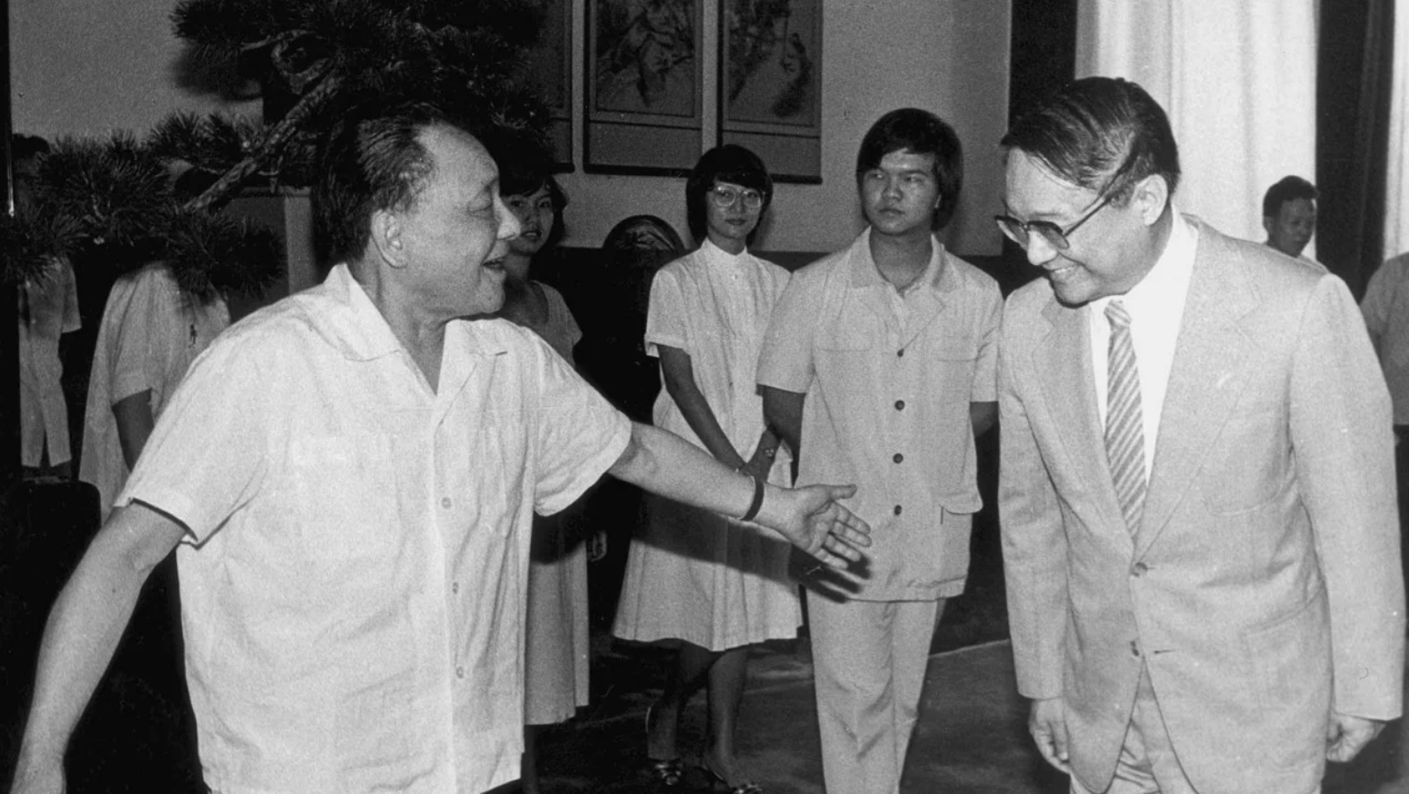 In 1981, Deng Xiaoping, met with Louis and personally apologized for the killing of Jin Yong's father. (Image: scmp / CC0 1.0)