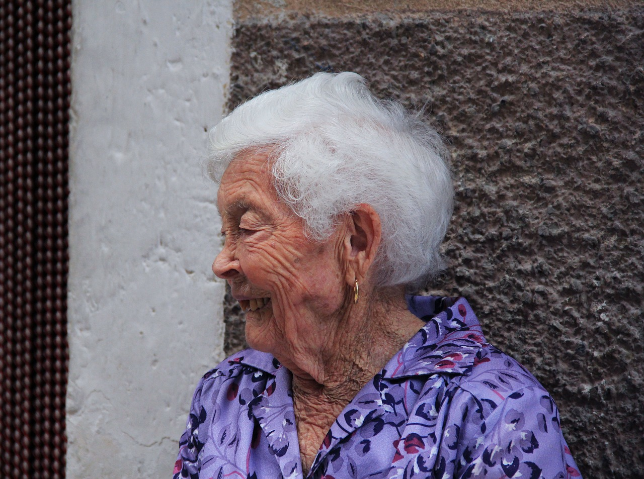 elderly-woman-228955_1280