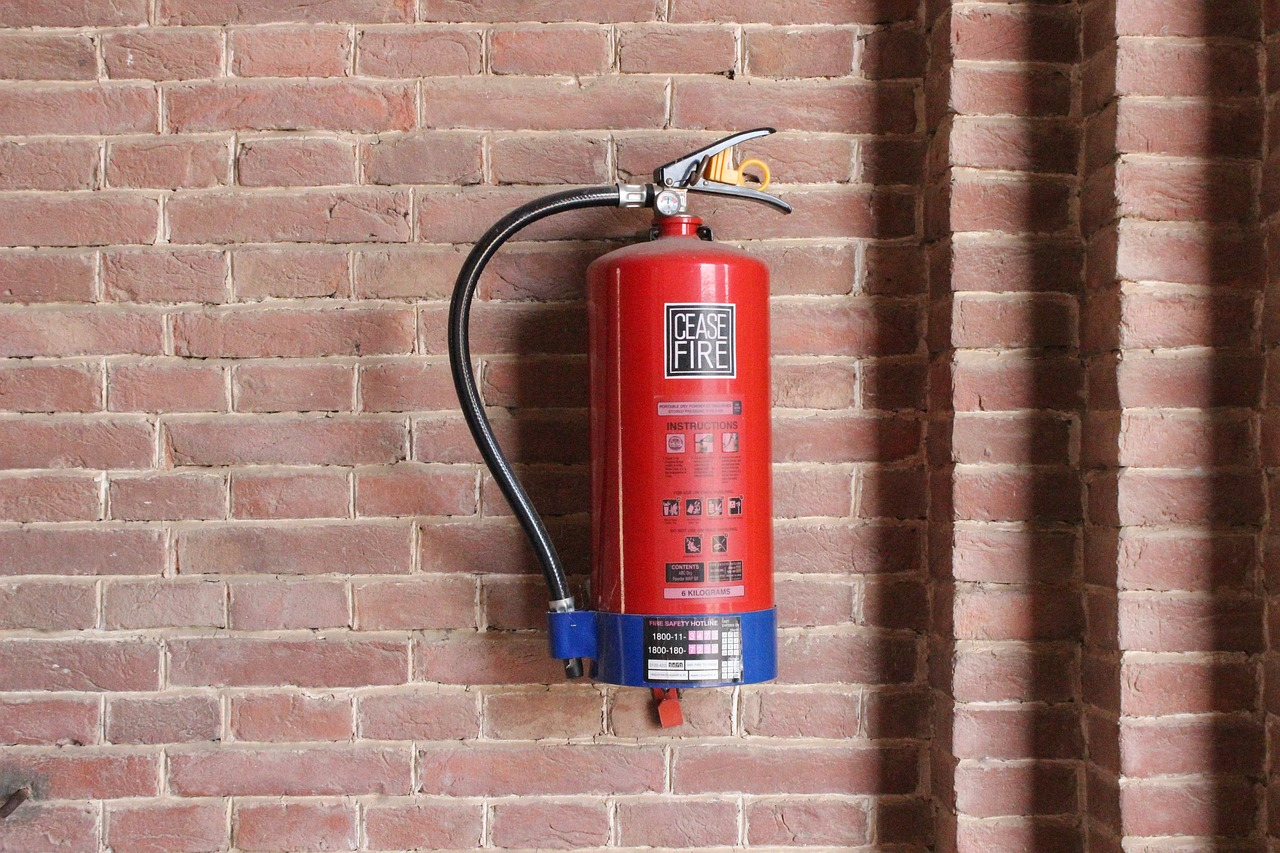 fire-extinguisher-3441291_1280