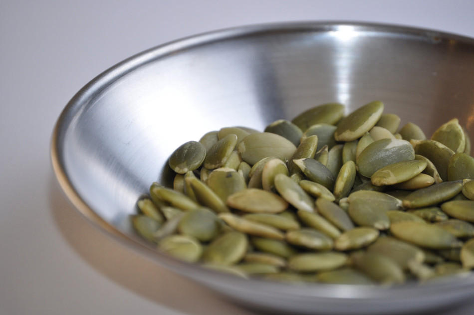 Pumpkin seeds contain a high level of tryptophan, an amino acid that plays an important role in improving sleep. (Image: Tom Shockey via flickr CC BY 2.0 )