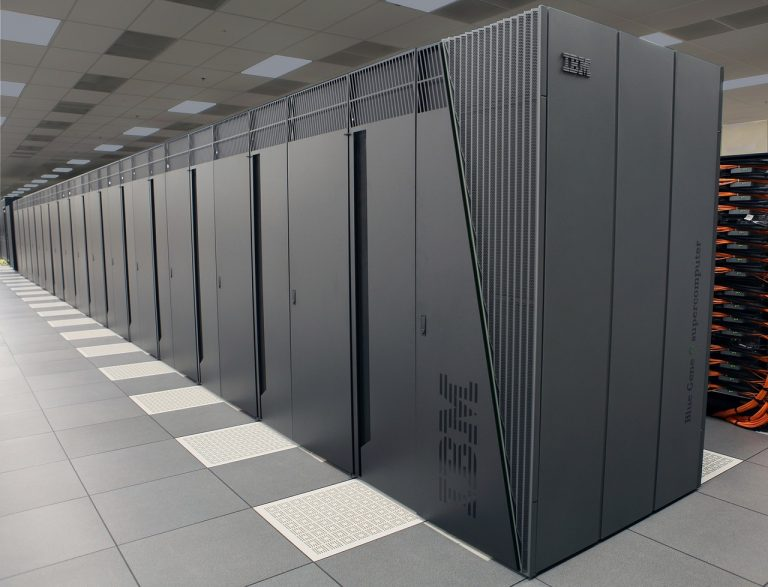 Cooling accounts for almost 40 percent of electricity consumption in data centers. (Image: pixabay / CC0 1.0)