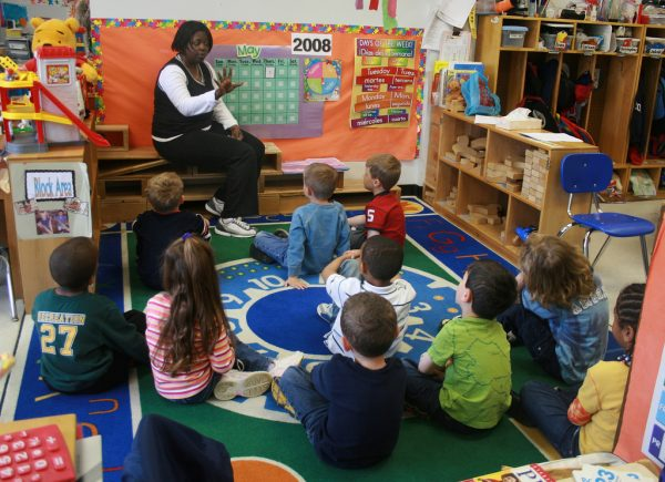 A teacher in the U.S. with students in an early childhood setting. (Image: woodleywonderworks via flickr CC BY 2.0 )