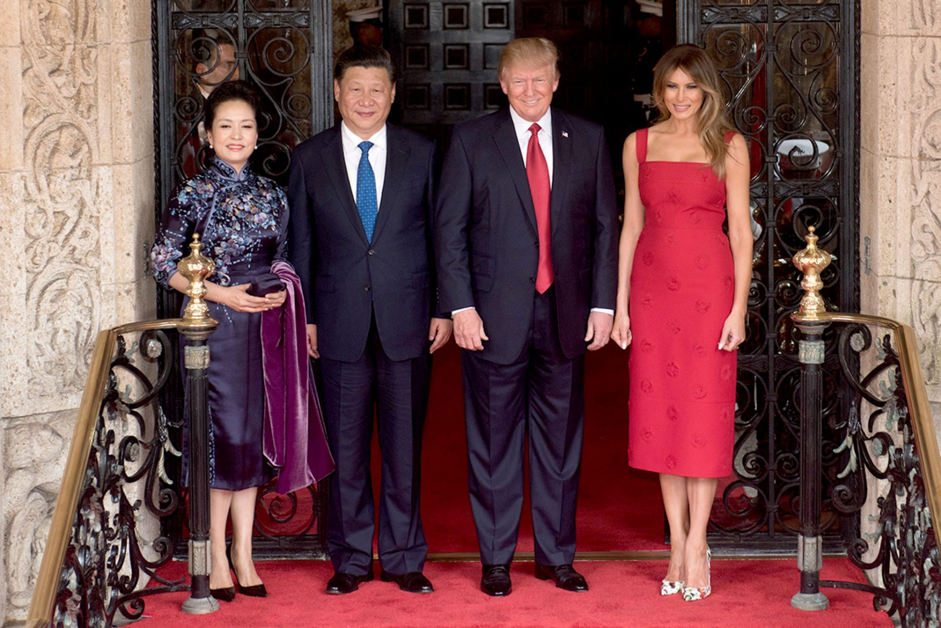 President Donald Trump and First Lady Melania Trump pose for a photo with Chinese President Xi Jingping and his wife, Mrs. Peng Liyuan, Thursday, April 6, 2017 at the entrance of Mar-a-Lago in Palm Beach, Fl. (Image: Official White Photo by D. Myles Cullen)