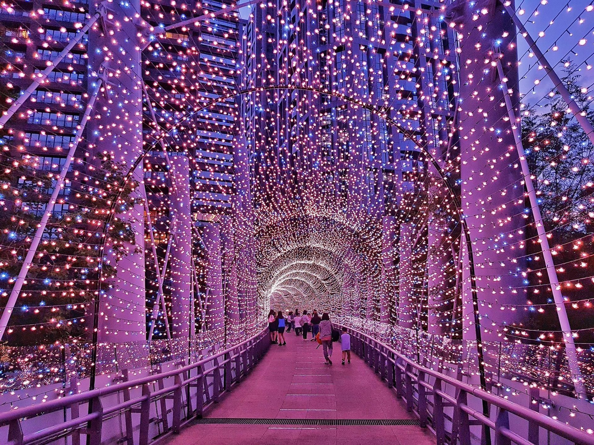 There are four light zones and four overpasses decorated with rose gold, pink, blue, and silver white lights.. (Image: Courtesy of Xing-Mei in Keelung)