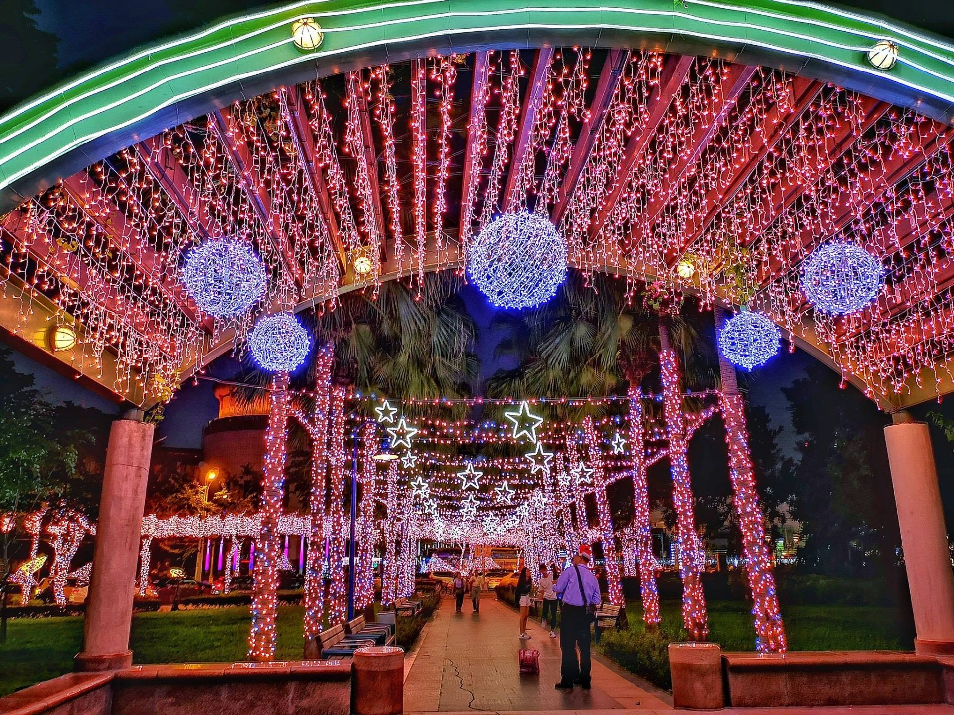 The park adjacent to the New Taipei City Government Hall is colorfully decorated. (Image: Courtesy of Xing-Mei in Keelung