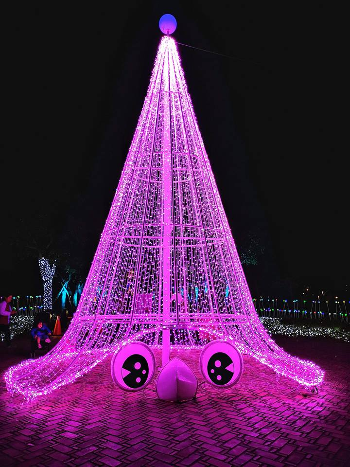 The 20-meter-tall Christmas tree at the Central Park adjacent to the Yilan County Government Hall. (Image: Courtesy of Xing-Mei in Keelung)