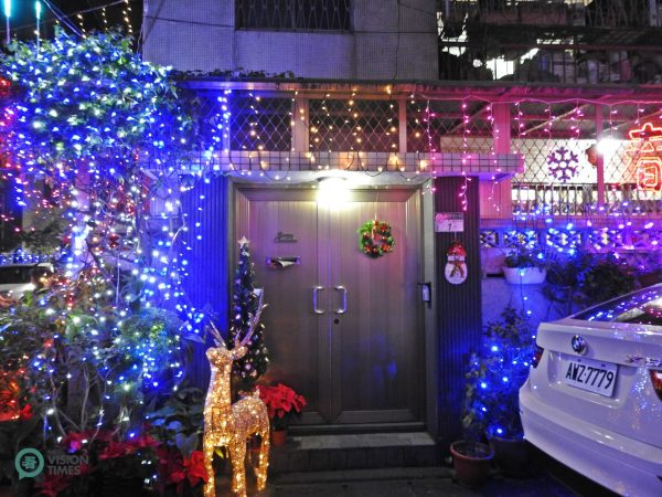A household at the Christmas Alley in Taipei City is beautifully decorated. (Image: Billy Shyu / Vision Times)