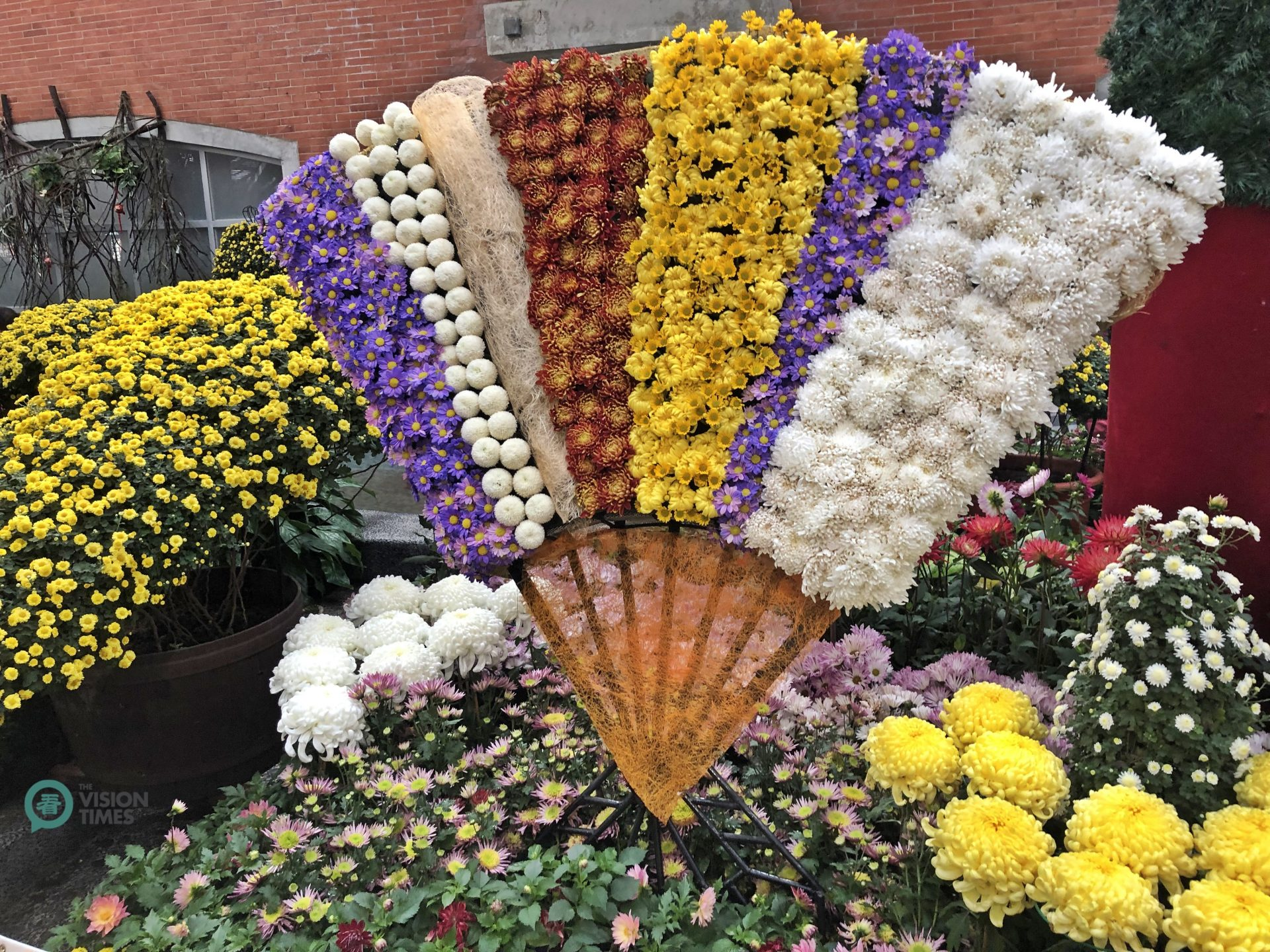 The colorful Chrysanthemum Show is popular among people in Taiwan. (Image: Julia Fu / Vision Times)