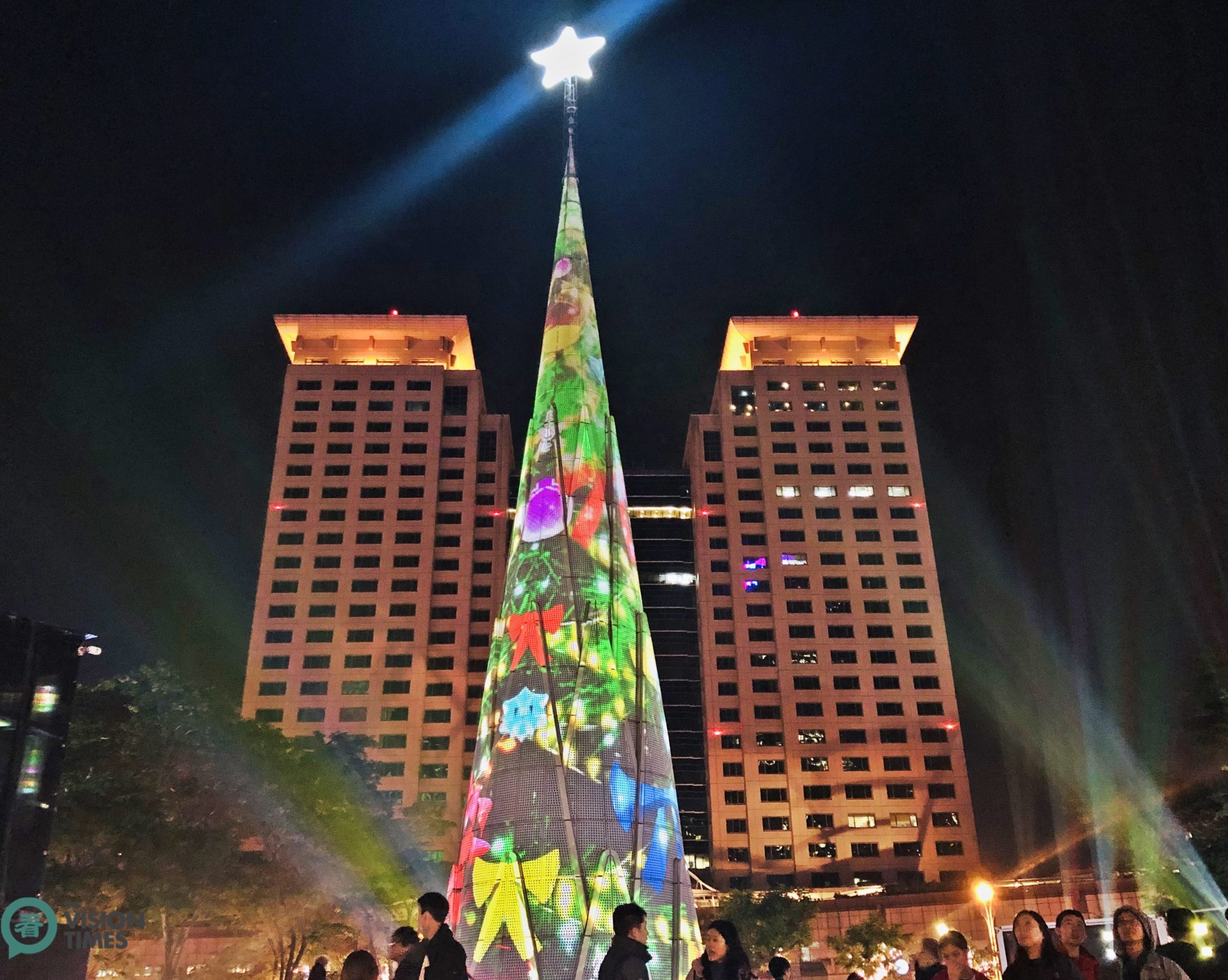 The eye-catching giant sphere-shaped LED Christmas tree was recommended by Harper's Bazaar Magazine as one of the 19 most amazing Christmas trees in the world. (Image: Billy Shyu / Vision Times)