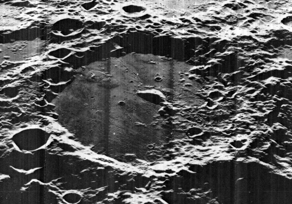 Von_Kármán_crater_5065_med