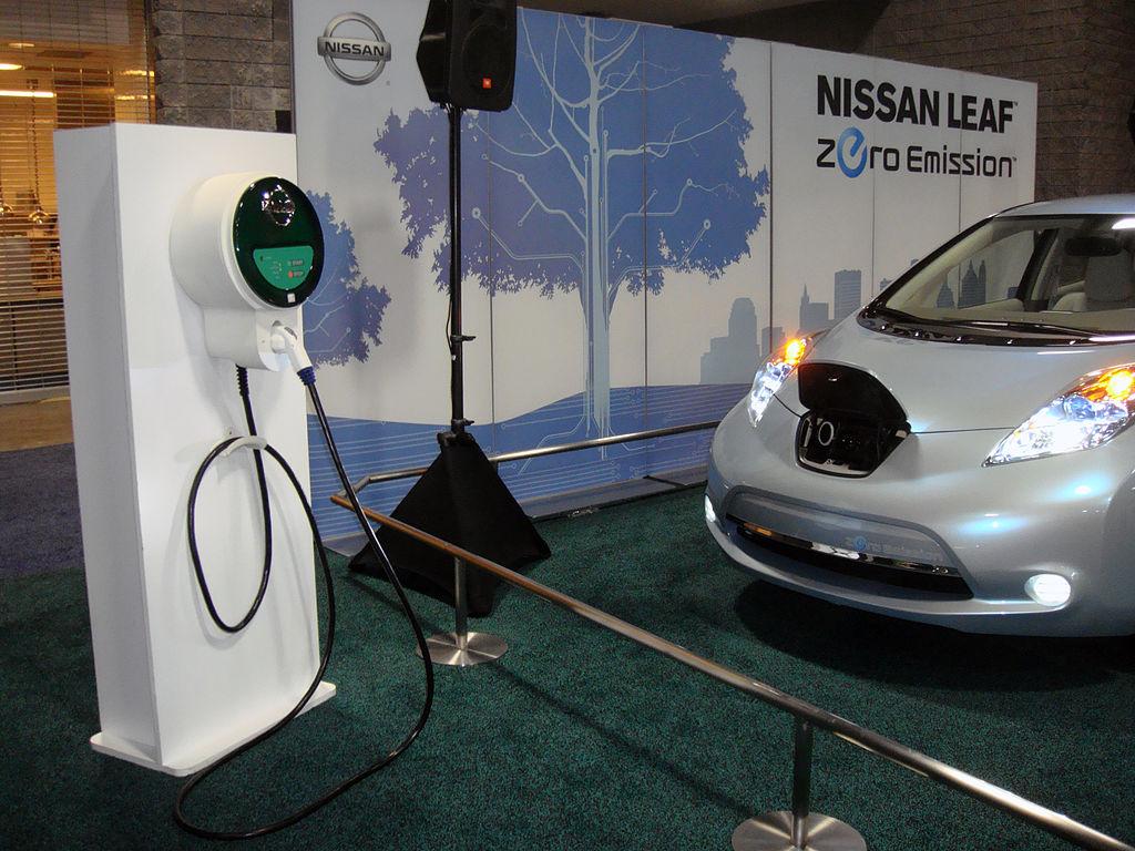 1024px-Nissan_Leaf_WAS_2010_8902