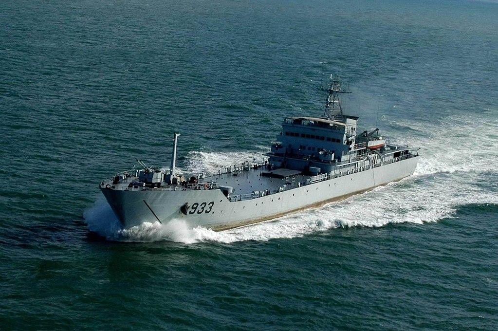 1024px-Yuting_class_LST(Type_072II-class)_933_Liupanshan