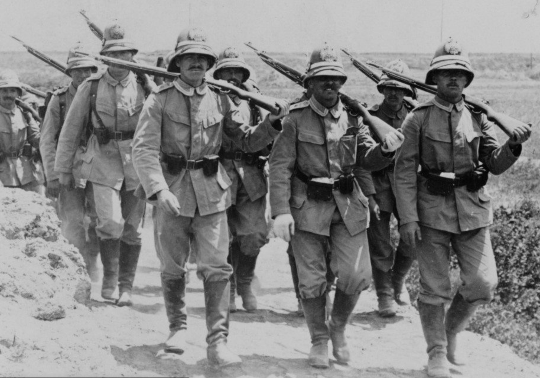 German soldiers marching with their Model 98 rifles near Beijing. (Image: wikimedia / CC0 1.0)
