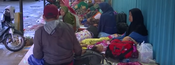 Indonesians displaced by the deadly tsunami. (Image: YouTube/Screenshot)