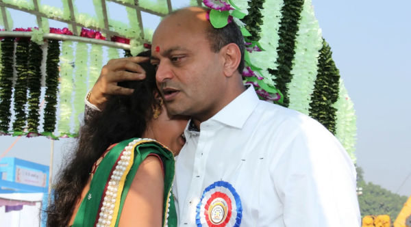 Mahesh Savani with bride Vilas in 2014. (Image: Sydney Morning Herald )