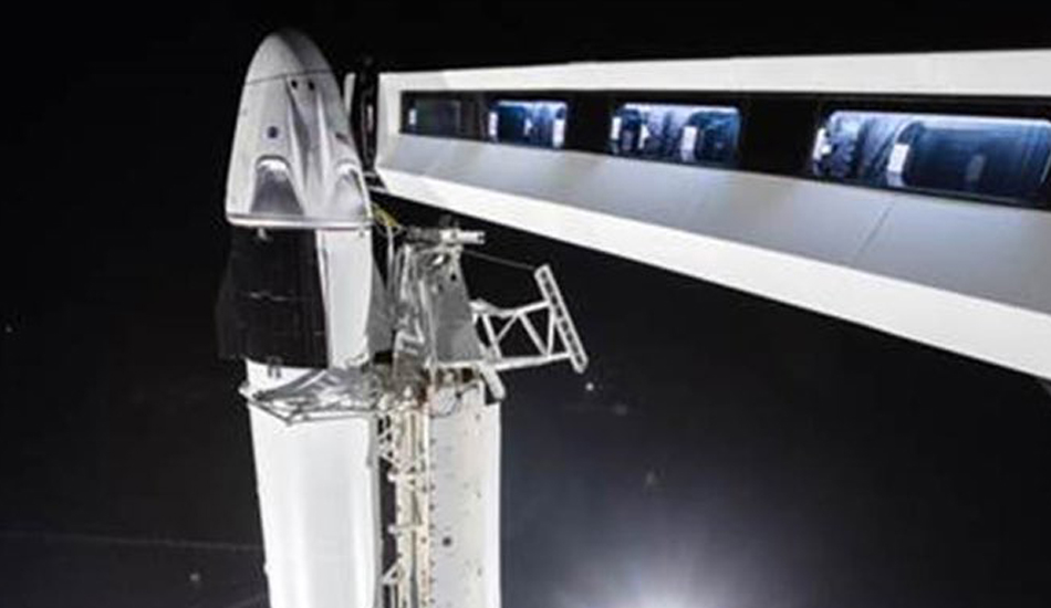 Crew Dragon together with Falcon 9, ready for its first test flight. (Image: Twitter)