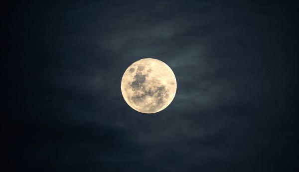 moon-2913221_1280