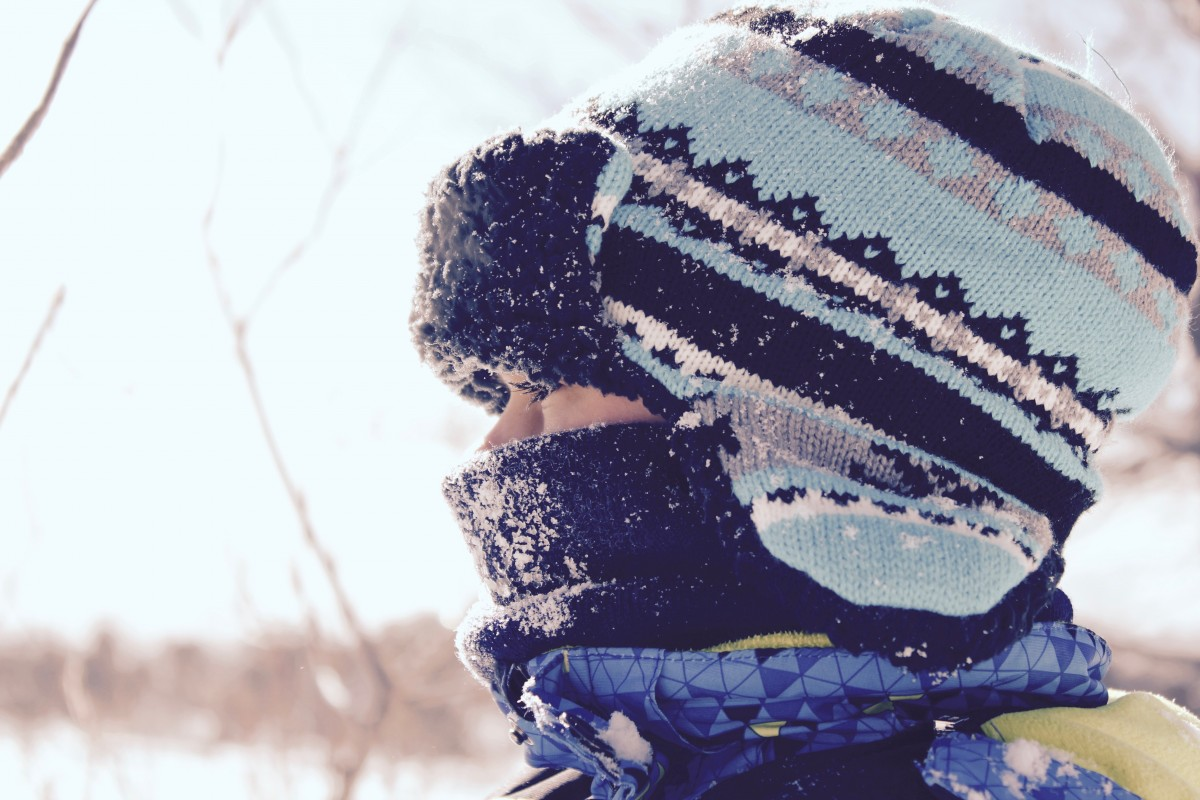 Being at the top of the body the head is an especially easy target to be affected by the cold. (Image: Pxhere, CC 1.0)