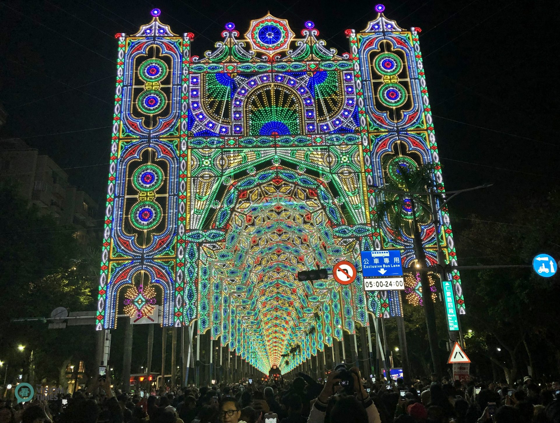 The 2019 Taipei Luminarie Show has brought excitement and joy to the public during the Lunar New Year holiday. (Image: Billy Shyu / Vision Times)