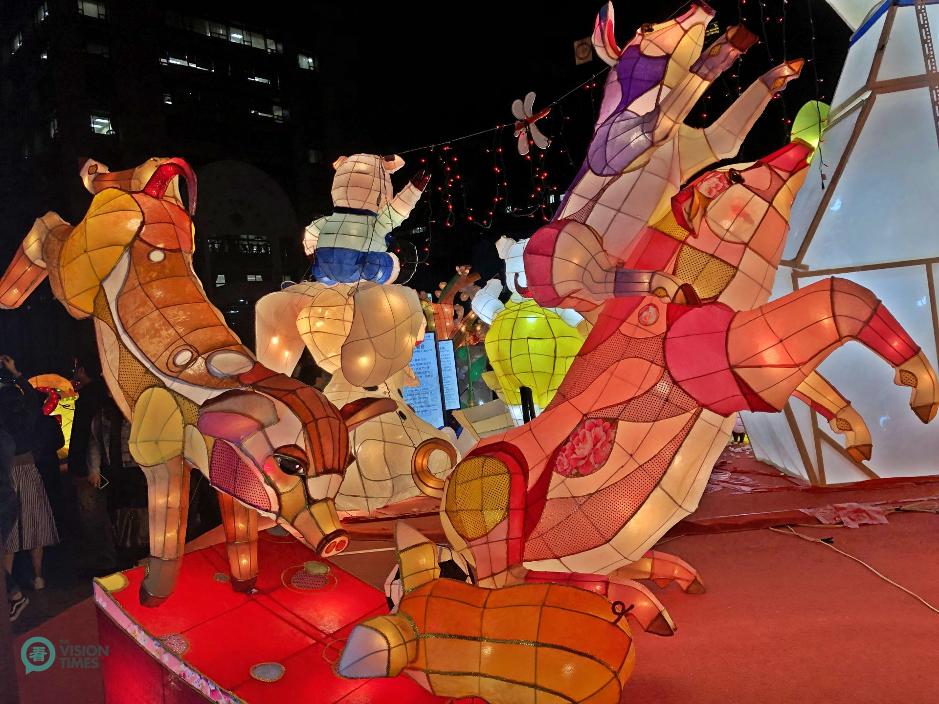 A lantern featuring playful pigs at the 2019 Taipei Lantern Festival. (Image: Billy Shyu / Vision Times)
