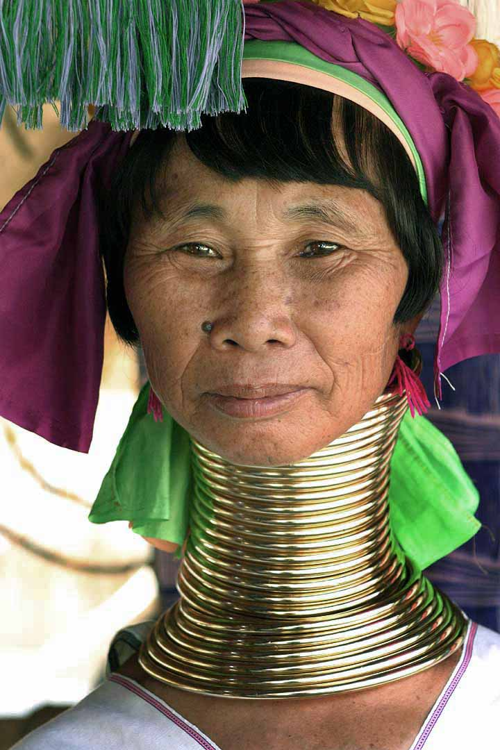 A elderly Kayan woman displaying her neck rings. (Image: Steve Evens via flickr CC BY-NC 2.0 )