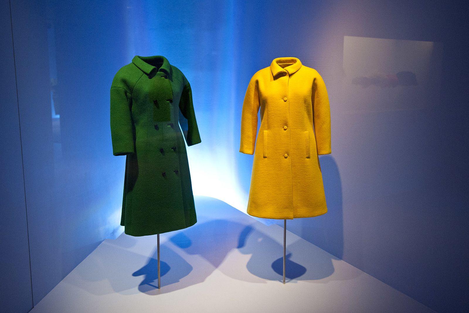 Two Coats by Balenciaga. (Image Credit: Irekia [CC BY 2.0], via Wikimedia Commons)