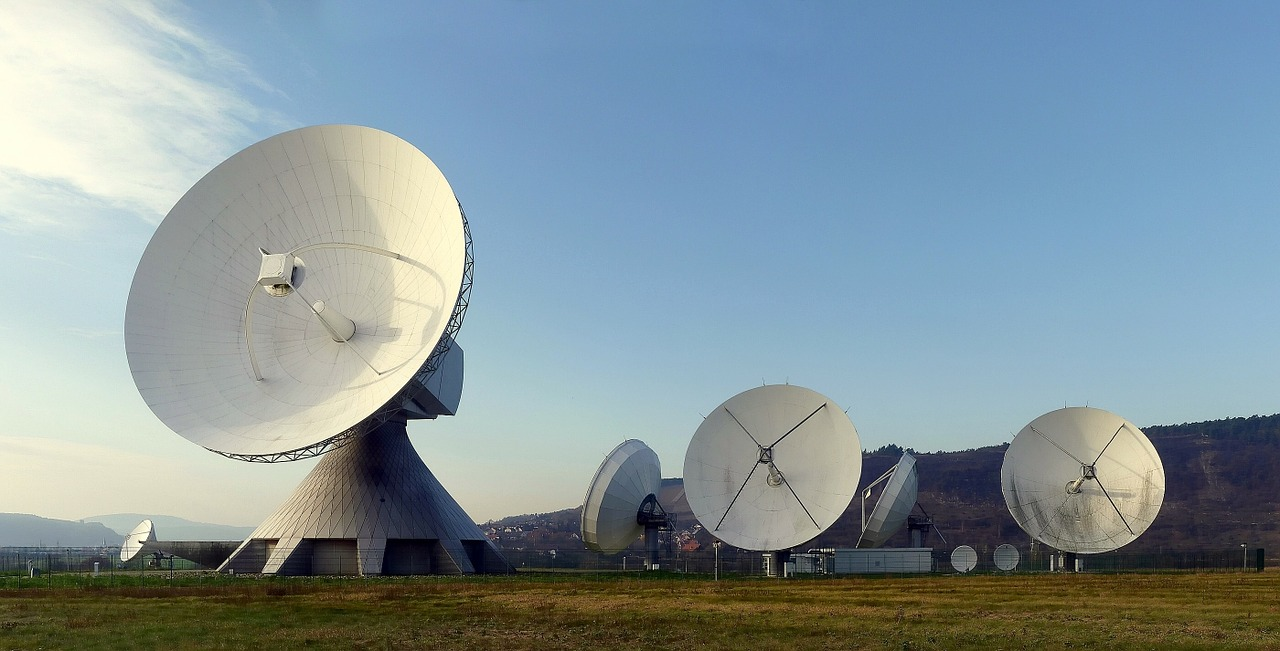 Once inside, Zhao apparently went to an area that contained a large number of satellite dishes and antennas. (Image: pixabay / CC0 1.0)