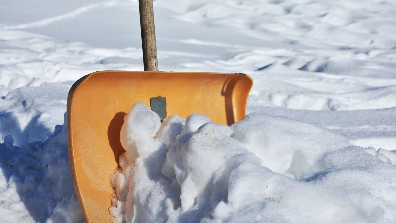 snow-shovel-2001776_1280