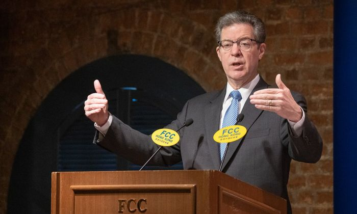 Sam Brownback, the U.S. ambassador for religious freedom, delivered a speech at the Hong Kong Foreign Correspondents' Club on March 8.