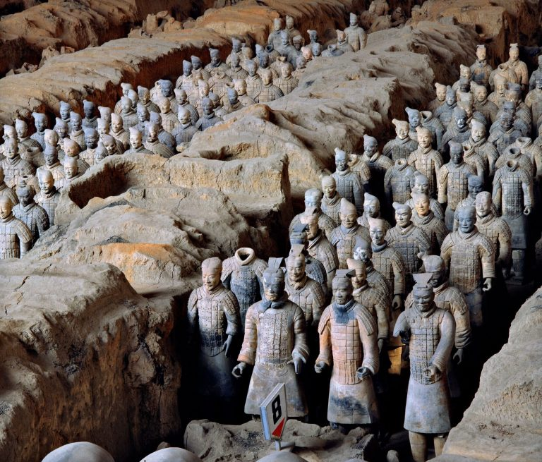 View of Pit 1 of the Terracotta Army showing the hundreds of warriors once armed withbronze weapons. Image: Xia Juxian)