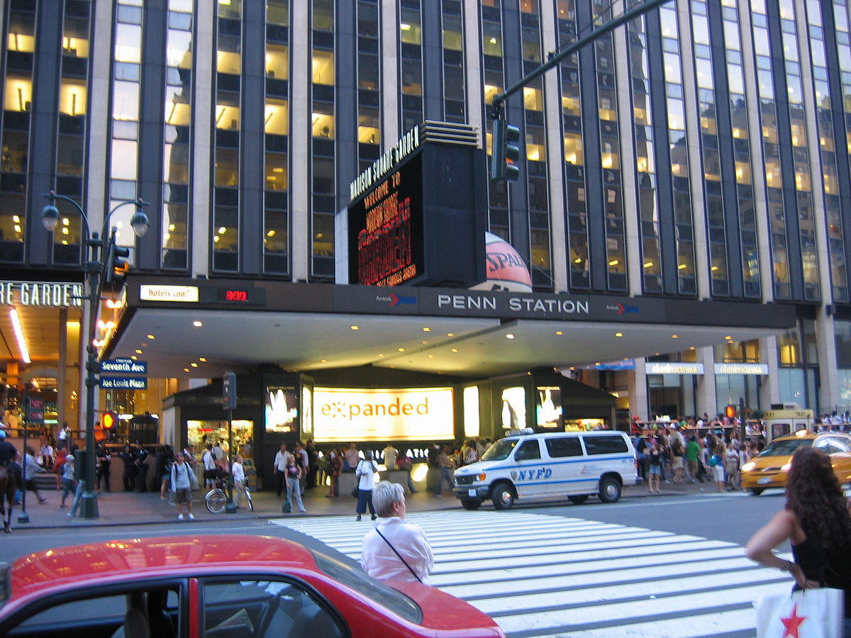 The current Penn Station is a modern work inspired by the objectivist thinking made popular by the Bauhaus movement in the 1930s, in turn, influenced by Le Corbusier. (Image: rickyrab via flickr CC BY-SA 3.0)