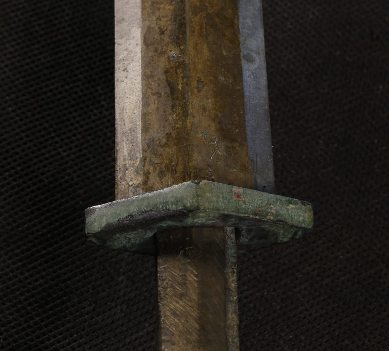 Detail from the grip and blade from one of the Terracotta Army swords. In most of the swords analysed, the highest concentrations of chromium are detected in the guard and other fittings, which would have been in contact with the lacquered organic parts. Image: Zhao Zhen)