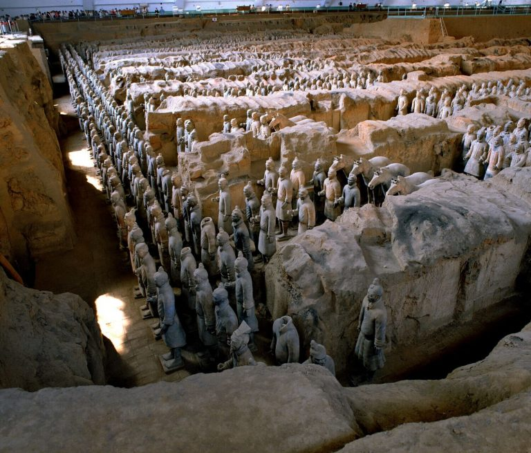 View of Pit 1 of the Terracotta Army showing the hundreds of warriors once armed with bronze weapons. Image: Xia Juxian)