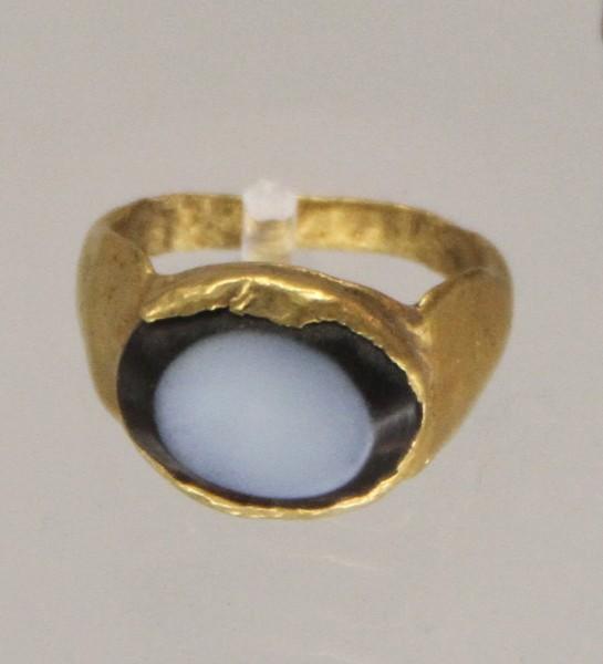 A women's ring found in Aquincum, a 2-4th Century roman village in present Hungary. (Image: Bjoertvedt via wikimedia CC BY-SA 4.0)