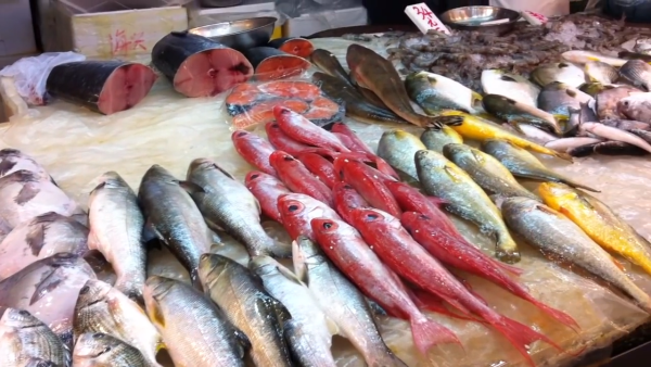 The Japanese love to eat a lot of fish. (Image: Screenshot / YouTube)