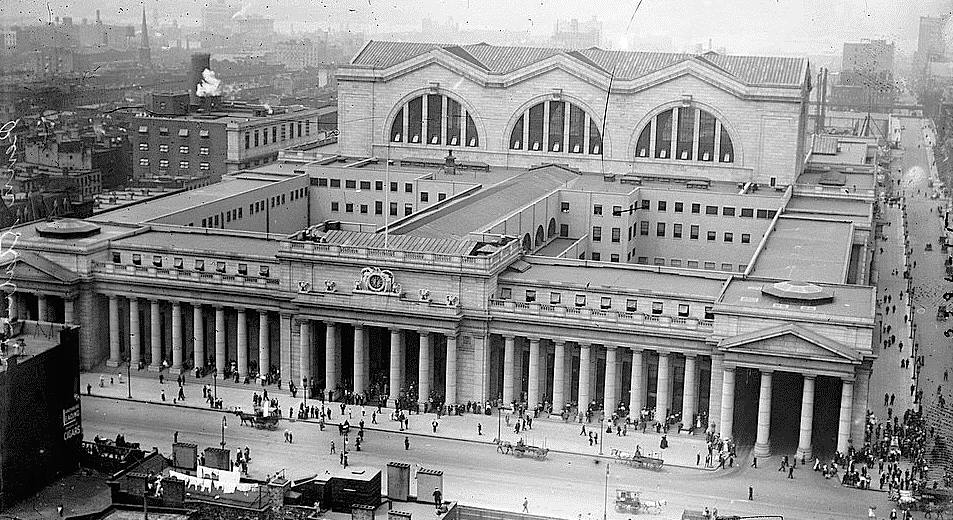 An aerial view of Pennsylvania Station from the northeast in 1911. (Image: wikimedia / CC0 1.0)