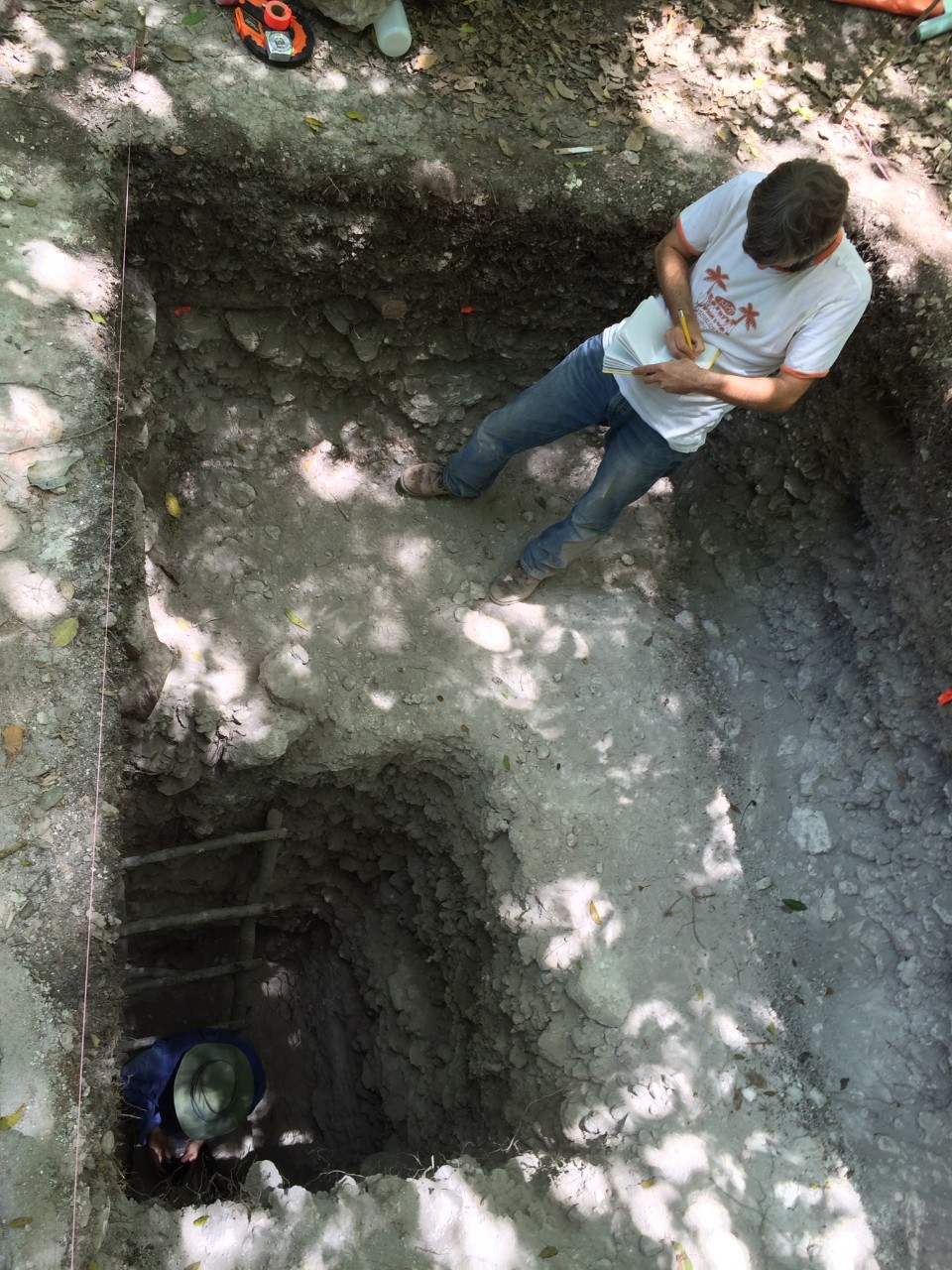 UC student Jeff Brewer stands above UC geography professor Nicholas Dunning who works at an archaeological site in Mexico's Yucatan Peninsula. (Image: Nicholas Dunning)
