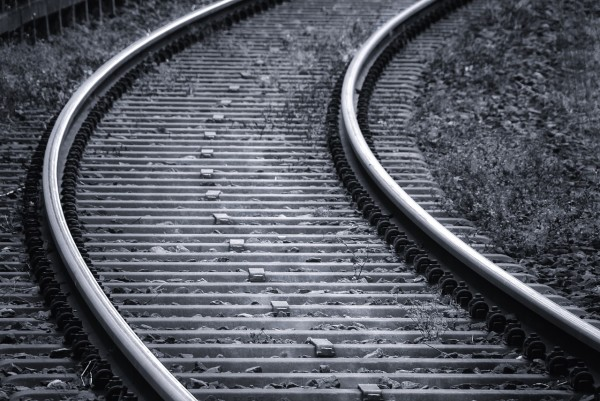 The courageous efforts of a policeman stopped a train in time to save a suicidal man in Taiwan. (Image: pixabay / CC0 1.0)