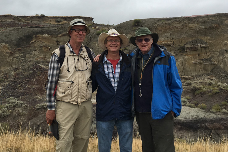 Jan Smit, Mark Richards and Walter Alvarez at the North Dakota site of dinosaur-killing meteor's first victims. (Image: Courtesy of Robert DePalma)