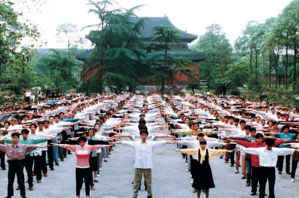 People in Sichuan Province practicing Falun Gong in the 1990s. (Image: Minghui.org)