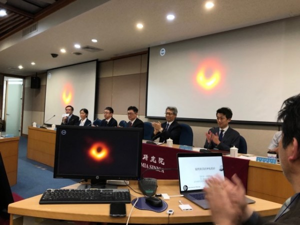 The Event Horizon Telescope (EHT) observation campaign, comprising 13 research units from around the world, including Taiwan's Academia Sinica, captured the image in the heart of the massive distant galaxy Messier 87, some 55 million light-years from Earth. (Image: Central News Agency)