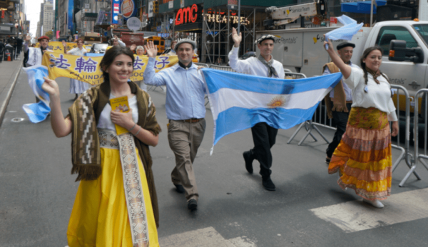 Argentines wearing traditional clothing. (Image: David Yang)